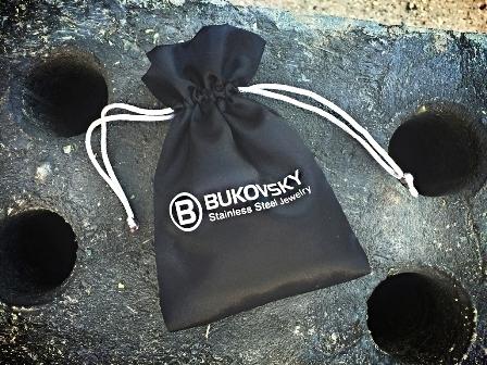 Met Gratis luxe Bukovsky bewaar/geschenkzakje.