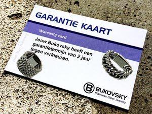 Alle stalen Bukovsky sieraden hebben 2 jaar garantie tegen verkleuren. Een garantiekaart wordt meegeleverd bij je bestelling.