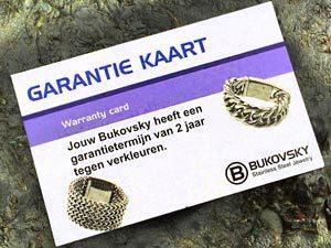Alle stalen Bukovsky sieraden hebben 2 jaar garantie tegen verkleuren. Een garantiekaart wordt meegeleverd.