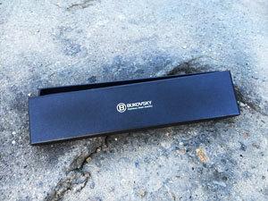 De stalen halsketting wordt geleverd in een luxe Bukovsky bewaar/geschenkbox.
