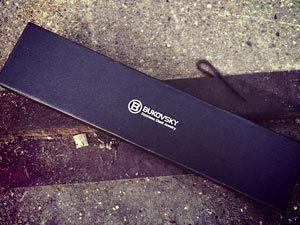 De geborstelde stalen heren armband Bukovsky Omnia wordt geleverd in een gratis en luxe Bukovsky bewaar/geschenkbox.