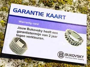 Alle stalen Bukovsky sieraden hebben 2 jaar garantie tegen verkleuren. De garantiekaart wordt meegeleverd.