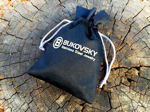 De stalen armband wordt geleverd met een gratis en luxe Bukovsky sieradenzakje.